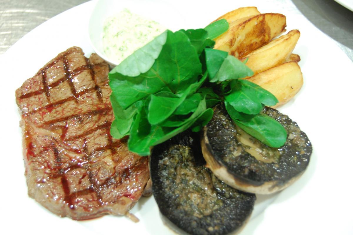 Rib-eye steak with fat chips, garlic mushroom and béarnaise sauce